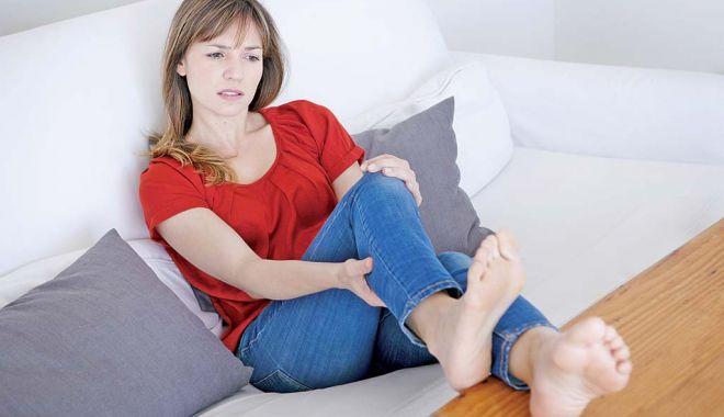 Foto: Umflarea picioarelor, un semn de alarmă a corpului