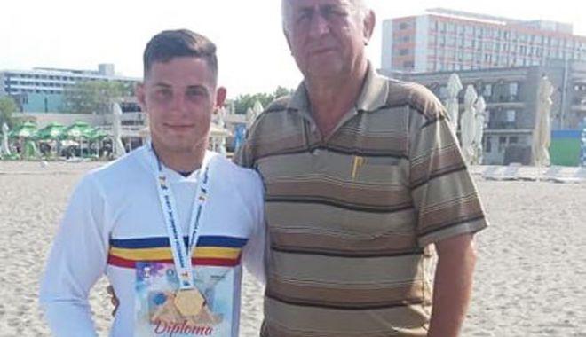 Foto: Un Arnăut pe saltea! A lăsat fotbalul  pentru lupte, iar acum e prezent la Mondiale