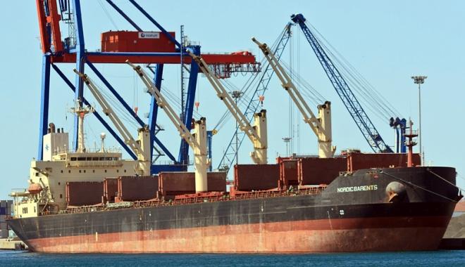 Foto: Un bulk-carrier s-a ciocnit cu un spărgător de gheaţă nuclear