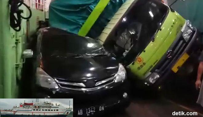 Un camion a zdrobit două mașini pe un ferry-boat - uncamionazdrobitdouamasinipeunfe-1558094821.jpg
