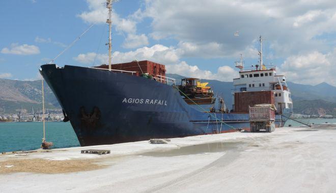 Foto: Un cargou a eșuat pe stâncile de pe coasta croată
