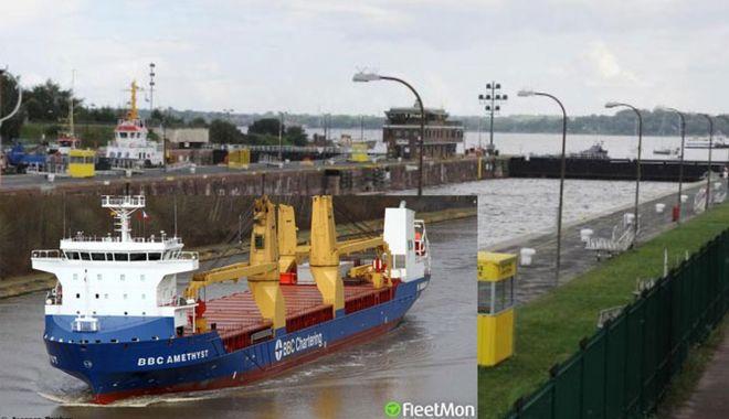 Foto: Un cargou a lovit centrul de comandă de pe Canalul Kiel