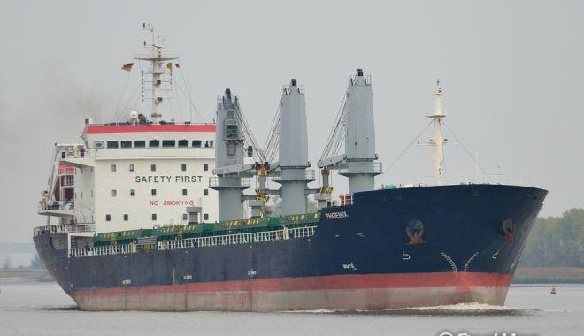 Foto: Un cargou bulgăresc a rămas în black-out
