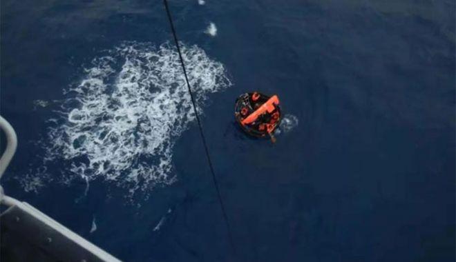 Foto: Un cargou chinezesc s-a scufundat; cei 11 marinari au fost salvați