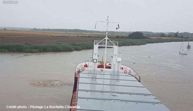 Un cargou olandez a eșuat în Franța - uncargouolandezaesuatinfranta-1564316205.jpg
