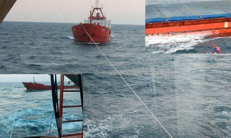 Foto: Un cargou turcesc, în pericol de scufundare