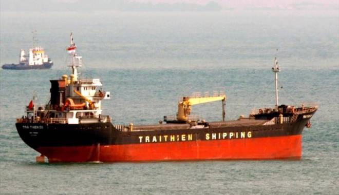 Foto: Un cargou vietnamez s-a scufundat  în urma coliziunii cu o navă britanică