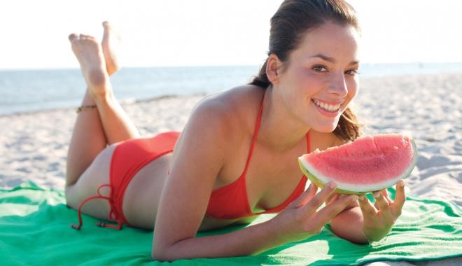 Foto: Un corp perfect şi o sănătate de invidiat / Ce fructe şi legume sunt indicate în sezonul estival