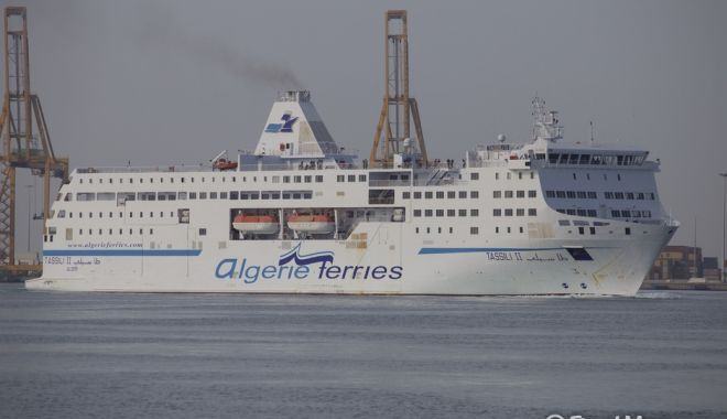 Foto: Un ferry-boat a lovit un cargou chinezesc