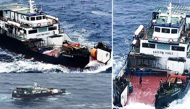 Foto: Un ferry-boat și-a pierdut rampa în largul mării