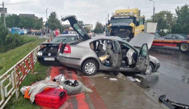 Foto: TRAGEDIE RUTIERĂ. Fost polițist, spulberat de un camion la întoarcerea din concediu