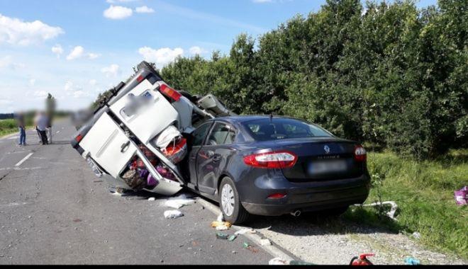 Foto: GALERIE FOTO-VIDEO. Un nou accident grav cu două autovehicule din România s-a produs în Ungaria