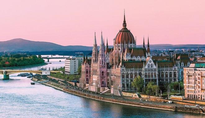 Foto: Ungaria a distribuit un milion de pașapoarte diasporei sale