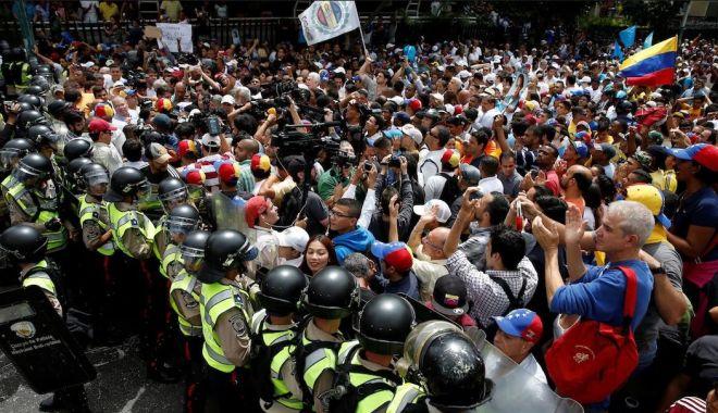Foto: Uniunea Europeană se opune oricărei evoluţii militare în criza din Venezuela
