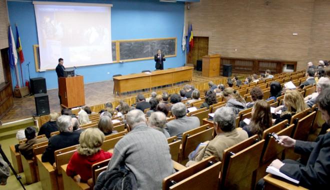 Foto: Universitari americani, în aula UMC