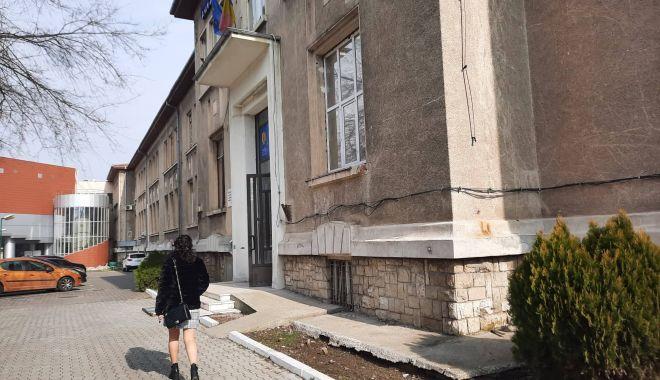 """Ce se întâmplă cu sediul vechi al Universităţii """"Ovidius"""". """"Clădirea a fost evacuată"""" - universitate2-1614271840.jpg"""