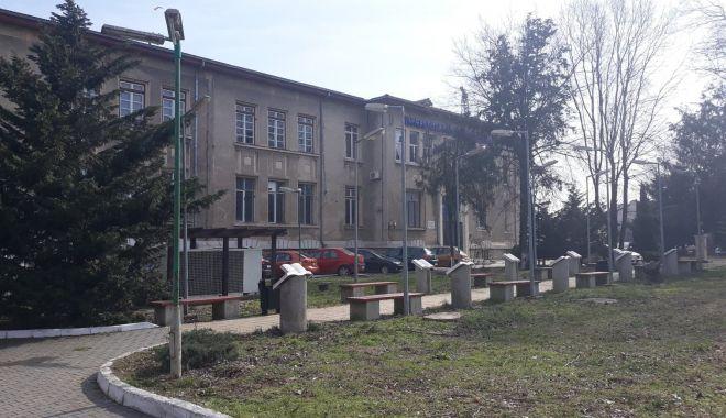 """Ce se întâmplă cu sediul vechi al Universităţii """"Ovidius"""". """"Clădirea a fost evacuată"""" - universitate5-1614271858.jpg"""
