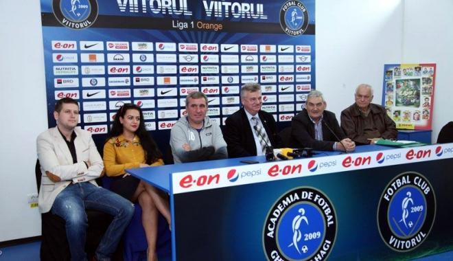 """Foto: Universitatea """"Ovidius"""" felicită FC Viitorul pentru titlul naţional"""