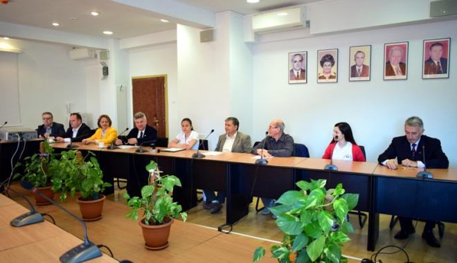 """Foto: Universitatea """"Ovidius"""" şi Clubul Nautic Român au semnat contractul de colaborare"""