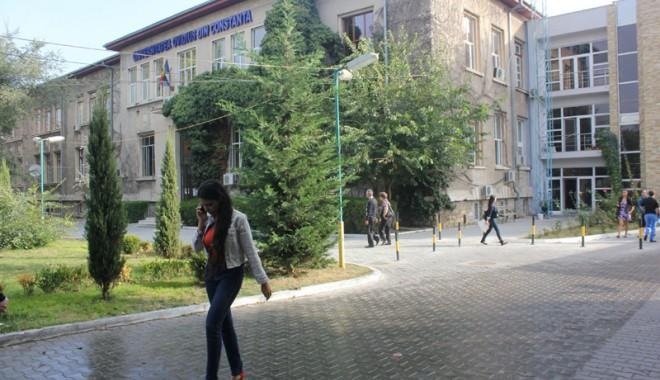 """Foto: Universitatea """"Ovidius""""/ Încep înscrierile pentru Admiterea 2013"""