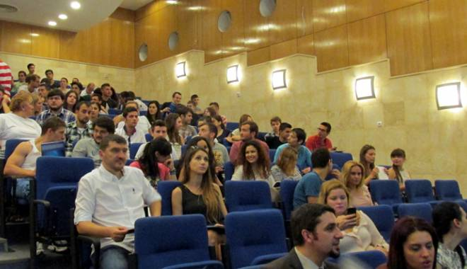 """Foto: Universitatea """"Ovidius"""" răsplăteşte performanţa"""