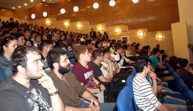 """Foto: Universitatea """"Ovidius"""" a aruncat provocarea la inovaţie liceenilor"""