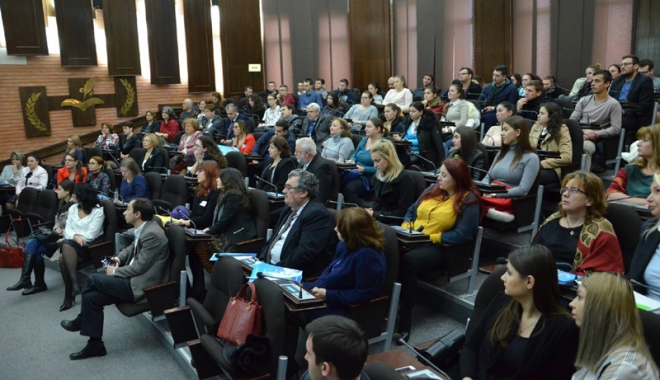 """Foto: Universitatea """"Ovidius"""" inaugurează seria unor dezbateri naţionale"""