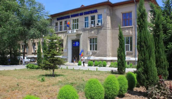 """Foto: Universitatea """"Ovidius"""" mai are 100 de locuri fără taxă"""