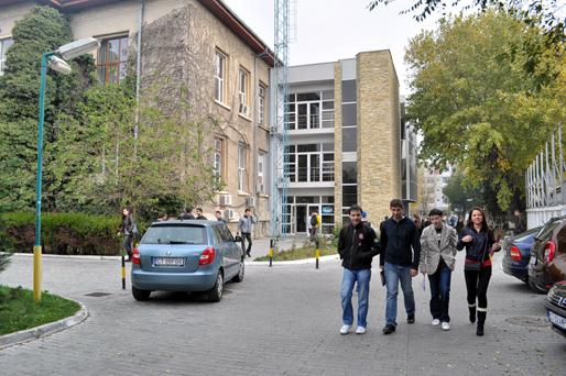 Ziua Internațională a Studenților, cu finish într-un club de fițe - universitateaovidius21363713885-1479381412.jpg