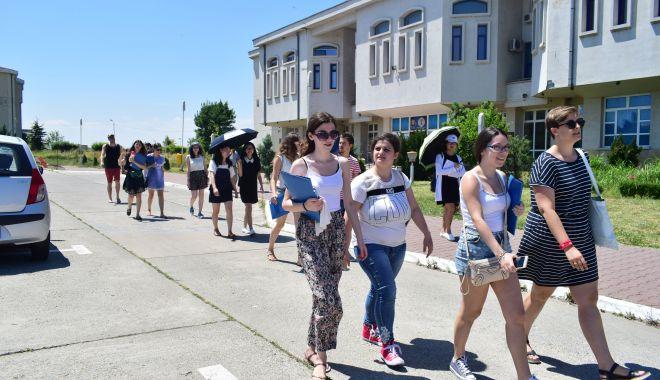 """Foto: Universitatea """"Ovidius""""- număr record de studenți. Cu ce medii s-a intrat la facultăți"""
