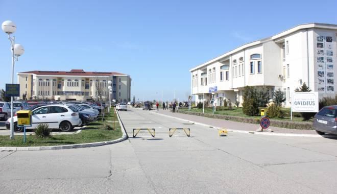 """Foto: Dezbatere la Universitatea """"Ovidius"""""""