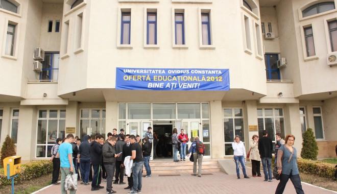 """Foto: Universitatea """"Ovidius""""/Sute de liceeni la Ziua Porţilor Deschise"""