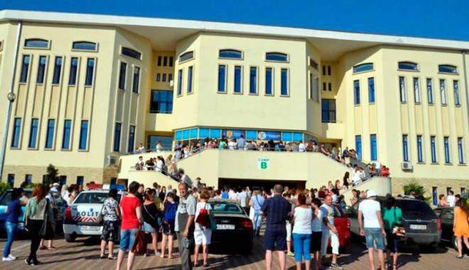 """Foto: Universitatea """"Ovidius"""" a tras linie. Ce facultăţi mai primesc studenţi la toamnă"""