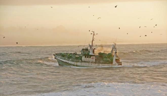 Foto: Un marinar a murit şi alţi patru  au dispărut după ce o navă s-a scufundat