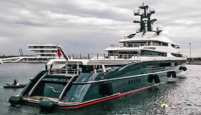Foto: Un mega-yacht de 250 de milioane de dolari a fost confiscat