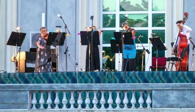 Foto: Un nou concert de bijuterii muzicale instrumentale
