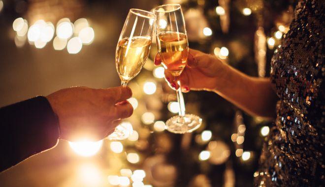 Foto: Un pahar de alcool în plus, de sărbători, poate declanşa pancreatita acută