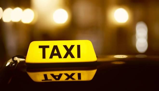 Foto: Un pasager a ajuns la spital după  un accident  între două taxiuri