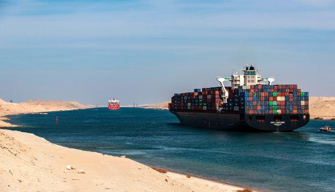 Un portcontainer a eșuat pe Canalul Suez, blocând traficul - unportcontaineraesuatpecanalulsu-1606744066.jpg