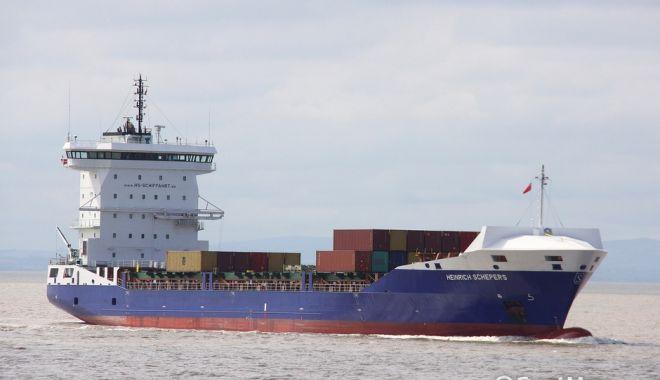 Foto: Un portcontainer a lovit digul, la Anvers