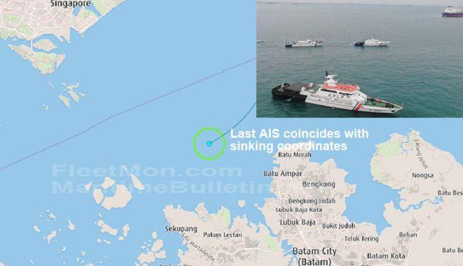 Foto: Un remorcher s-a scufundat în Strâmtoarea Singapore! Un marinar a disparut