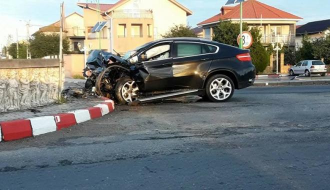 Foto: Un şofer beat  a intrat în sensul giratoriu, la Năvodari