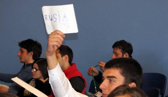 """Foto: Un super-proiect pentru elevii Colegiului """"Mircea"""",  în limba engleză"""