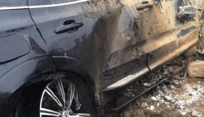 Foto: Un tânăr a murit după ce a intrat cu mașina într-o casă, la 200 de km/h