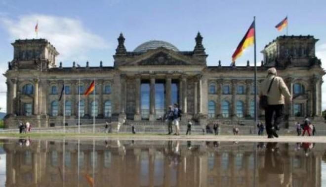 Foto: S-a sinucis în faţa Camerei Deputaţilor din Berlin