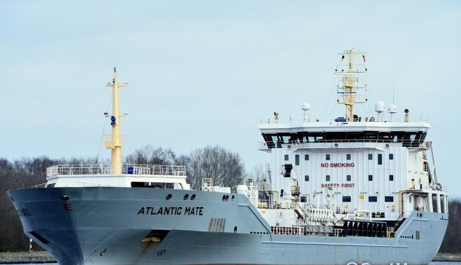 Foto: Un tanc petrolier a distrus o poartă de ecluză pe Canalul Kiel