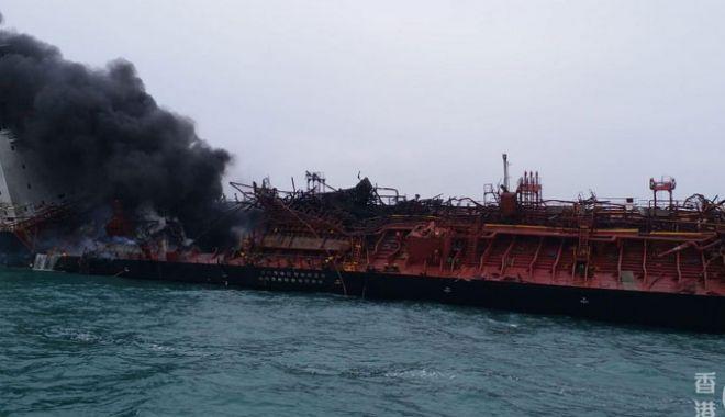Foto: Un tanc petrolier a explodat; un marinar a murit, iar trei au dispărut