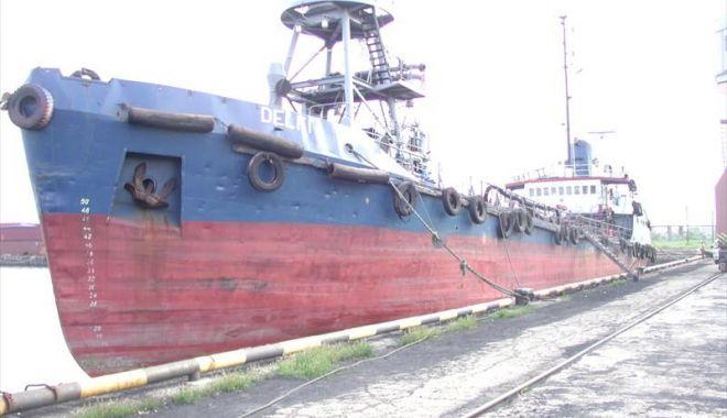 Foto: Acţiune de salvare pe Marea Neagră! Un tanc petrolier moldovenesc, intrat în black-out, adus în portul Constanța