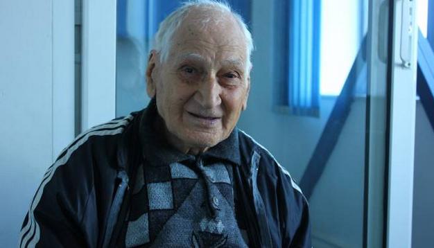 Foto: Traian Petcu îşi lansează cartea despre istoria sportului constănţean