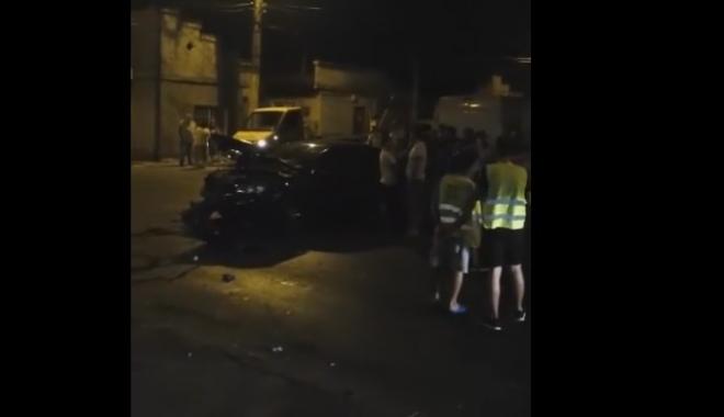 Foto: Accident rutier pe Baba Novac, �n Constan�a. Care e starea victimei �ncarcerate
